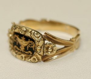 18ct enamelled mourning ring