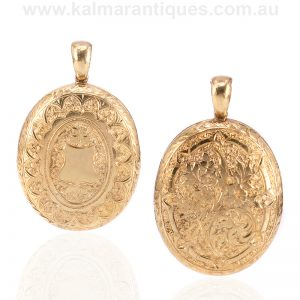 Hand engraved 15 carat yellow gold locket from the Victorian era