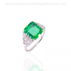 Colombian emerald and diamond ring from the Art Deco period