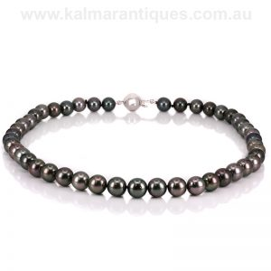 Elegant high quality natural Tahitian black pearl necklace