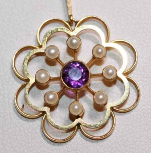 15ct amethyst and seed pearl pendant