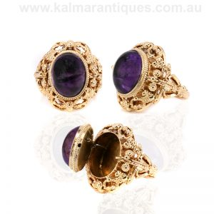 18ct yellow gold cabochon amethyst poison ring