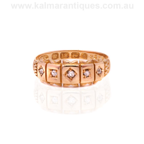Antique diamond ring made in 1900 in 18ct yellow gold