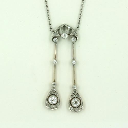18ct & Platinum Art Deco diamond pendant with 29 diamonds.