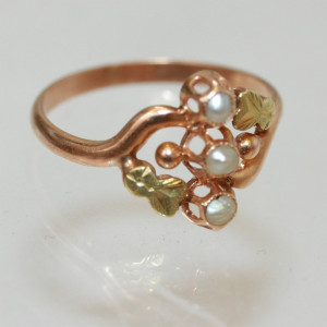 Art Nouveau ring with 3 pearls