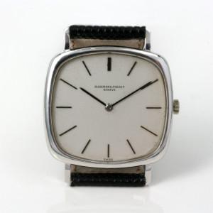 18ct white gold Audemars Piguet watch.