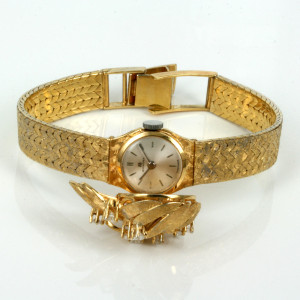 18ct ladies Bucherer watch with diamond cover.