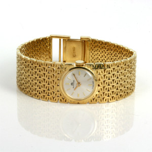 Lady's 18ct gold Bucherer watch.