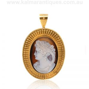 Victorian hard stone cameo brooch that can be worn as a pendant
