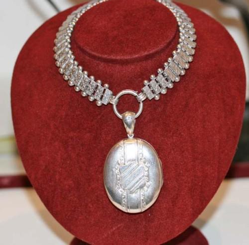 Sterling silver collar