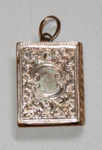 9ct hand engraved antique locket
