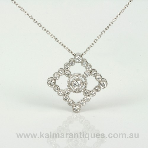 18ct white gold diamond pendant with 25 diamonds
