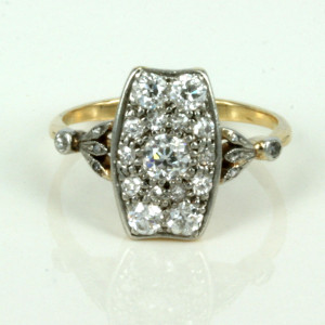 Antique diamond ring made in 18ct gold and platinum