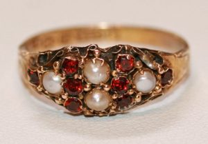 15ct garnet and pearl ring