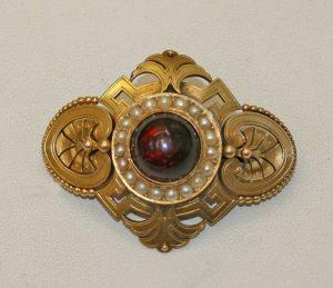 Garnet and pearl brooch.