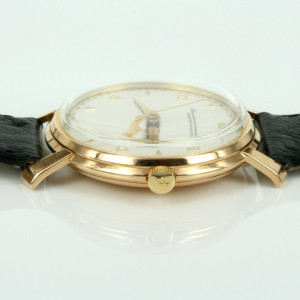 Vintage calibre 89 18ct IWC watch from 1946