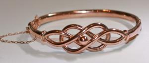 9ct knot design bangle
