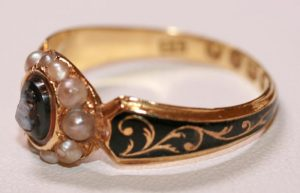 18ct mourning ring