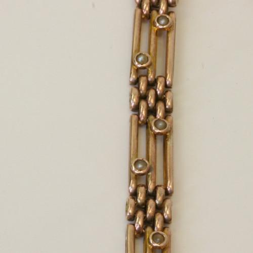 Pearl set gate link bracelet.