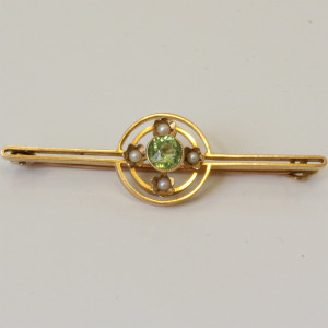 15ct gold peridot and pearl brooch.