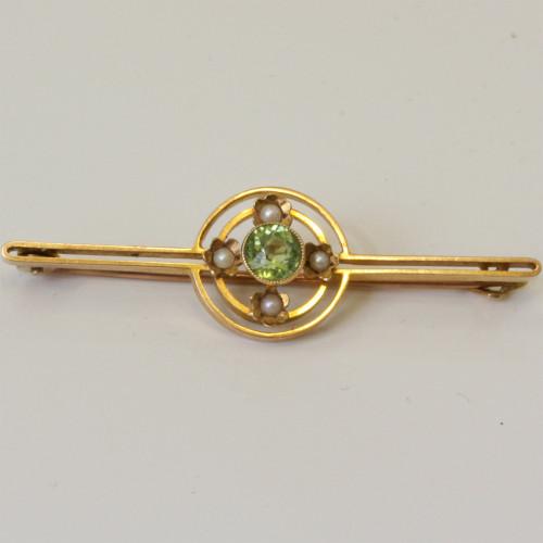 15ct gold peridot and pearl brooch.