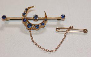 15ct sapphire & diamond brooch