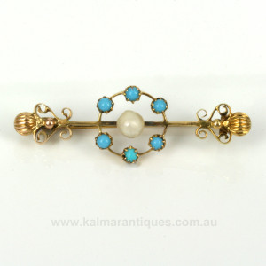 Antique turquoise and pearl brooch in 15ct gold.