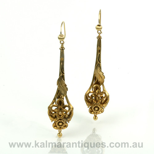Antique earrings from the Victorian era in 15ct gold