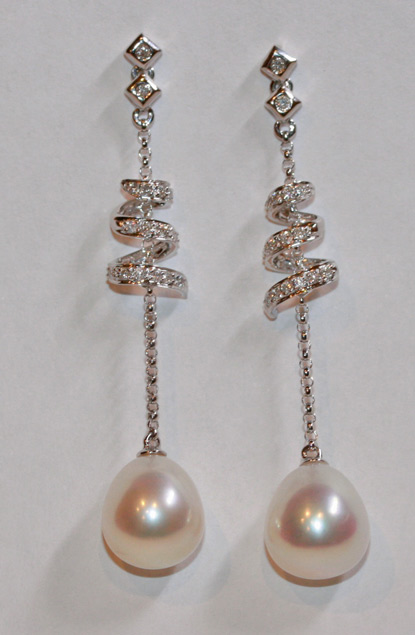 18ct white gold pearl earrings